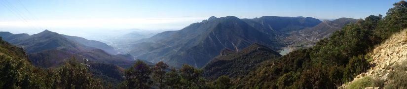 panoramic picture of the mountains in huesco from the pico de aguila hike