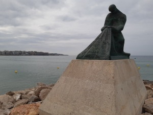 fishermans monument at the port of salou